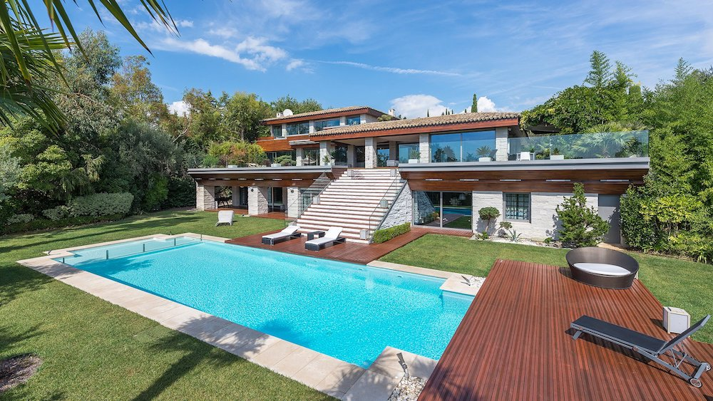 5 French Riviera Holiday Villas for a Summer in Paradise