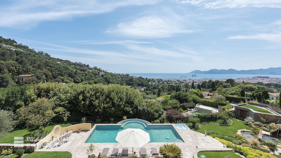 Villa with Private Swimming Pool and Outstanding View in Cannes