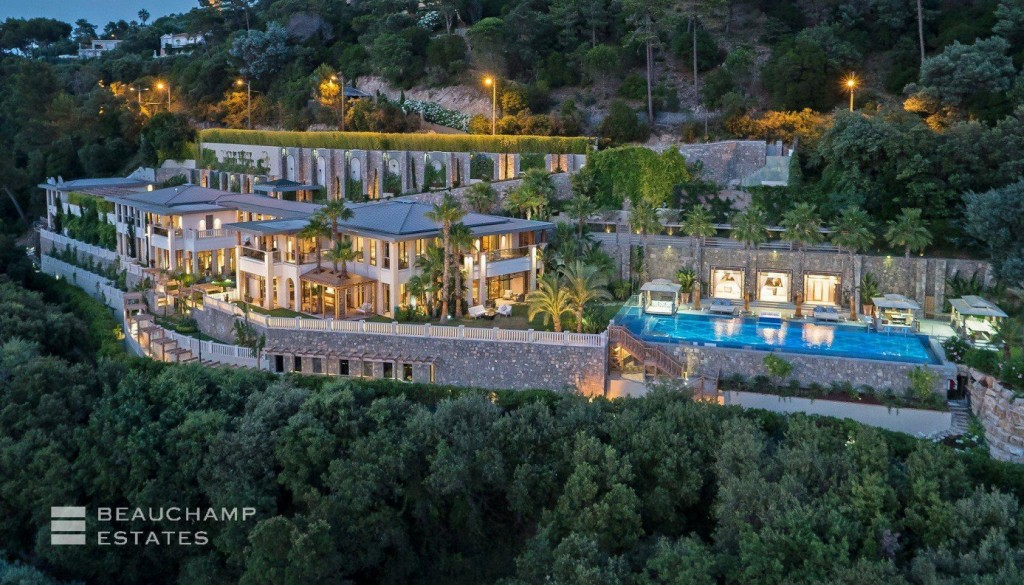 Villa Alang Alang - A Unique 8 Bedroom Luxury Holiday Property in Cannes